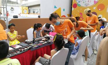 为中国国际少儿模特大赛提供化妆造型