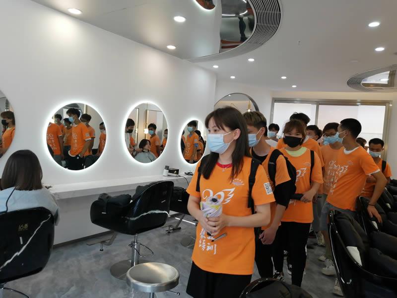 导航美发培训班美发店参观,社会实践活动-参观理发店