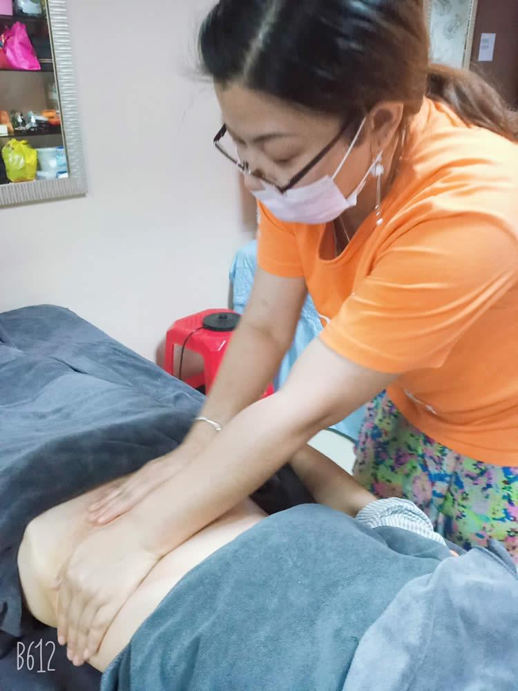学习背部舒缓经络调理按摩手法