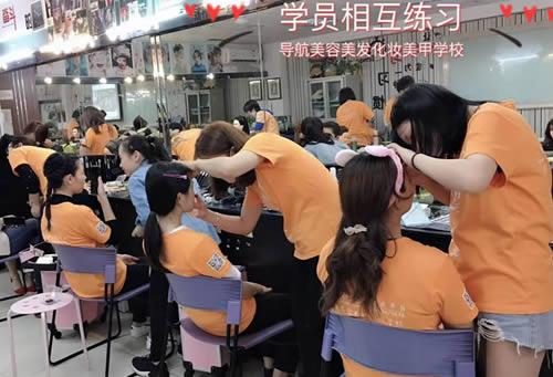 新手学化妆一般学多久?