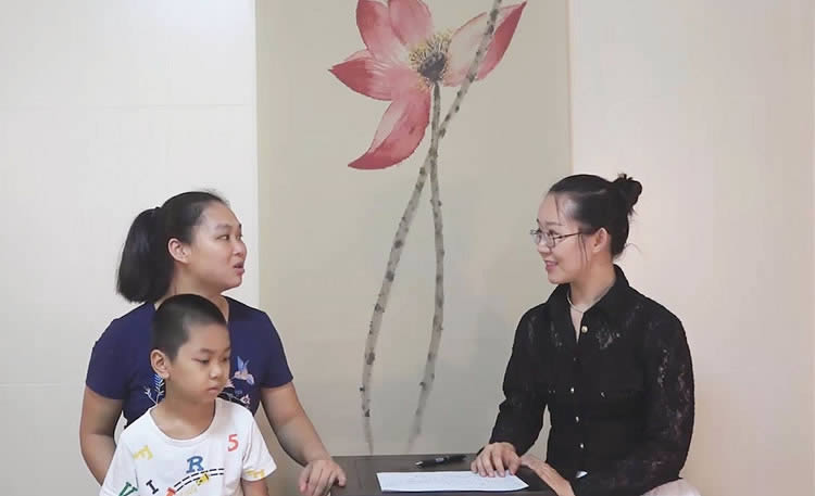 朱琳小儿推拿培训名师与客户合影