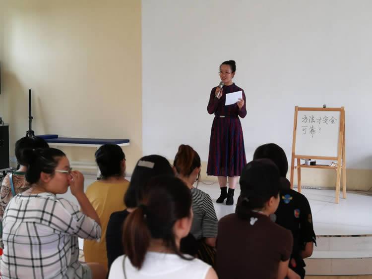 朱琳小儿推拿培训课与老师合影