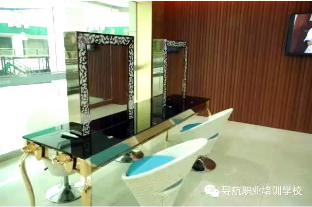 化妆教室化妆台