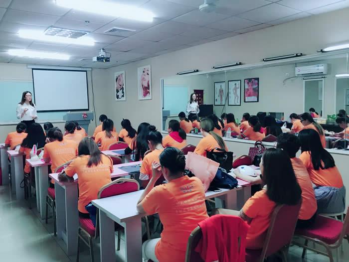 金龙彩票手机版班理论课堂