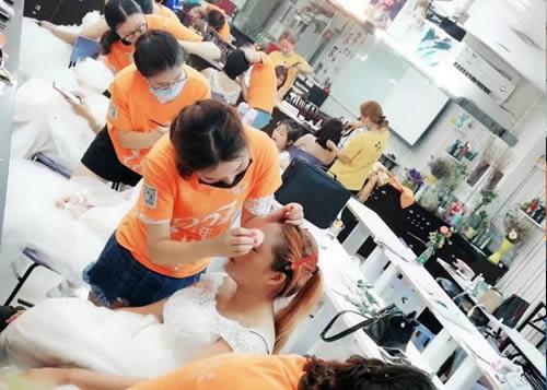 化妆培训班课堂练习