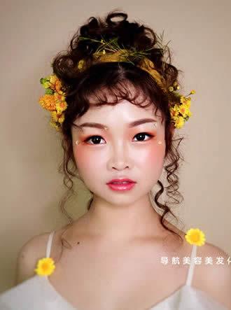 化妆培训班课堂鲜花造型