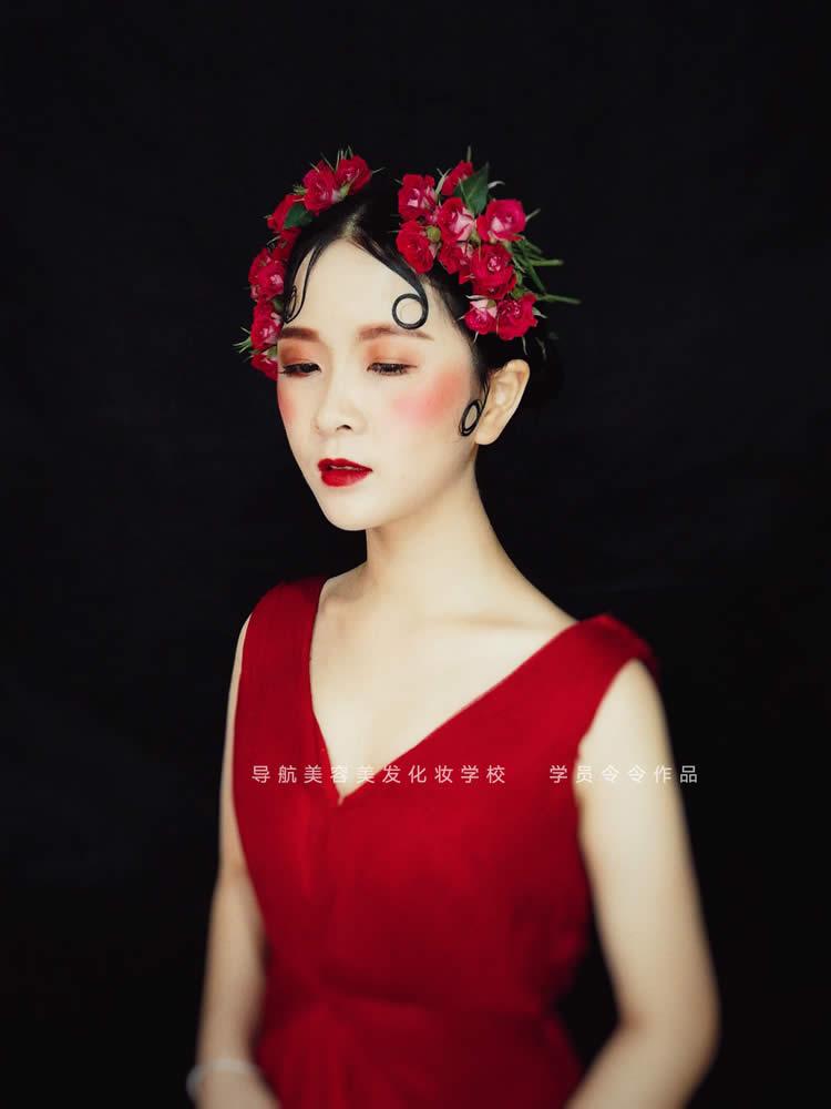 红色新娘造型